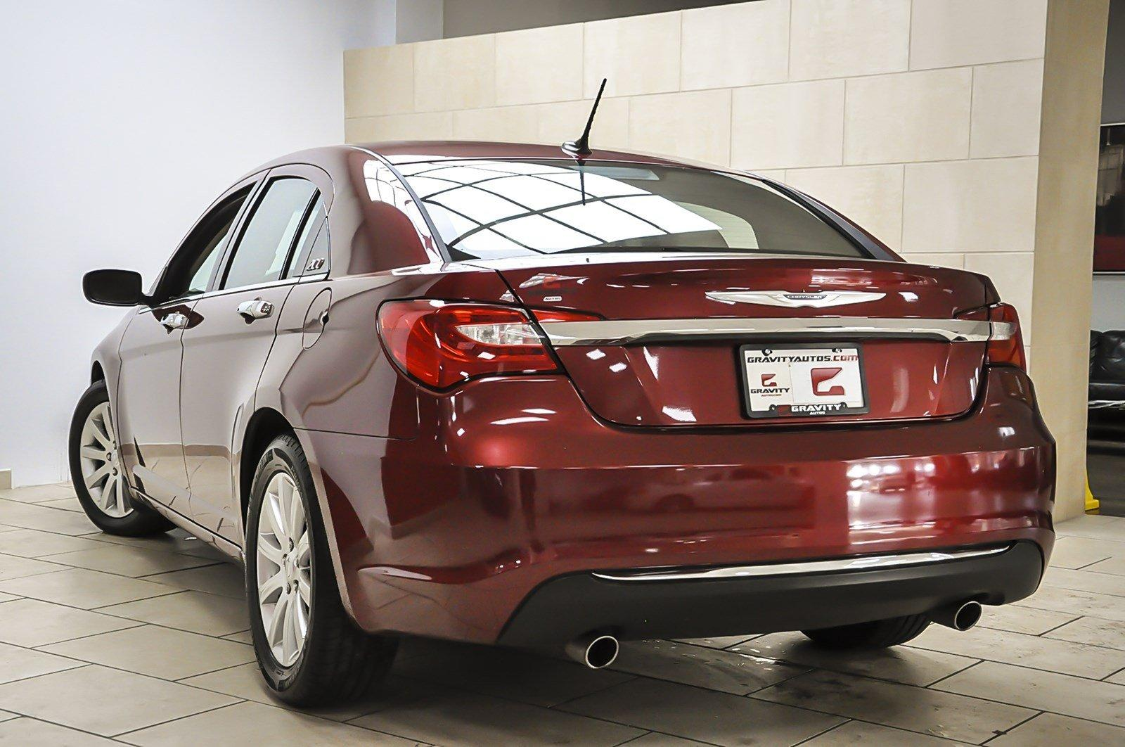 Chrysler 200: Trunk Lock And Release