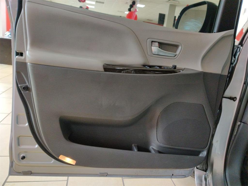 Used 2017 Toyota Sienna XLE | Sandy Springs, GA