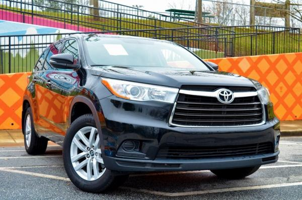 Used 2016 Toyota Highlander LE V6 for sale $21,879 at Gravity Autos in Roswell GA 30076 2