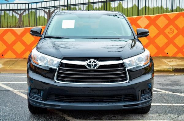 Used 2016 Toyota Highlander LE V6 for sale $21,879 at Gravity Autos in Roswell GA 30076 3