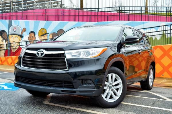 Used 2016 Toyota Highlander LE V6 for sale $21,879 at Gravity Autos in Roswell GA 30076 1