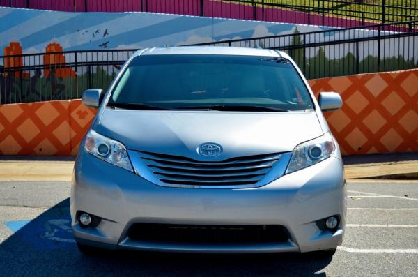 Used 2016 Toyota Sienna LE for sale $19,895 at Gravity Autos in Roswell GA 30076 3