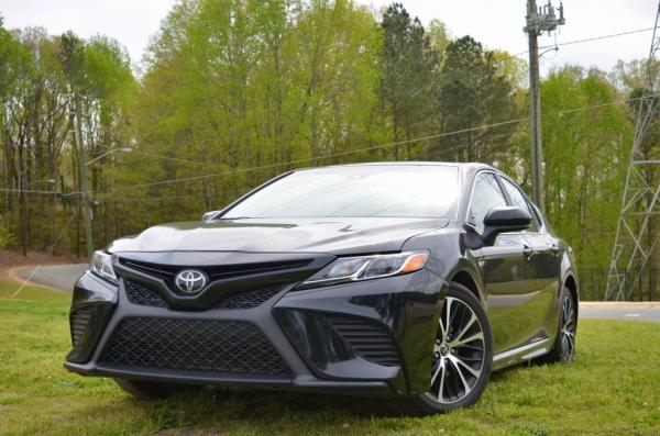 Used 2019 Toyota Camry SE for sale $19,985 at Gravity Autos in Roswell GA 30076 1
