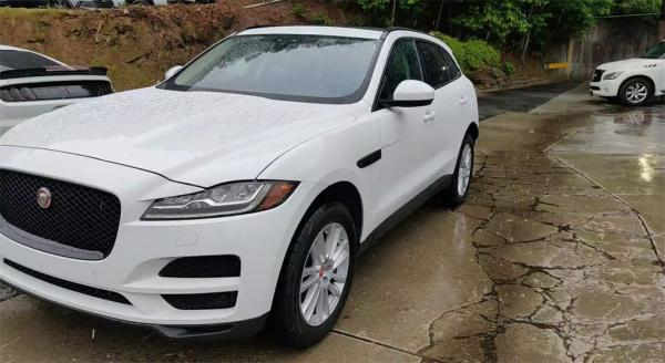 Used 2017 Jaguar F-PACE 35t Prestige for sale $30,885 at Gravity Autos in Roswell GA 30076 4